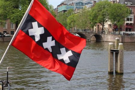 Amsterdam / Canal et drapeau de la ville