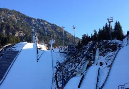 bus-skispringen-oberstdorf-vierschanzentournee